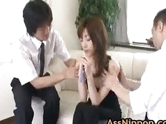 Kanon Hanai Oriental honey receives a finger