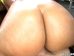 Gymnasim Arse Pounding! w/ Jessica Dawn &  Julissa James