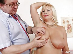blonde mature slut examined in her big cum-hole