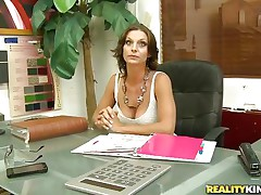 brunette hair milf got enticed into a good fuck